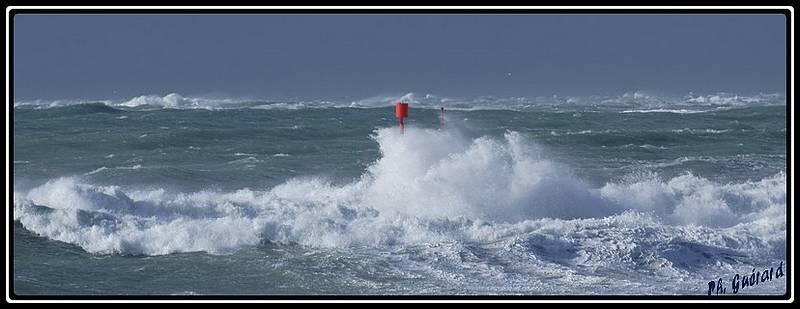 Balise sous les vagues