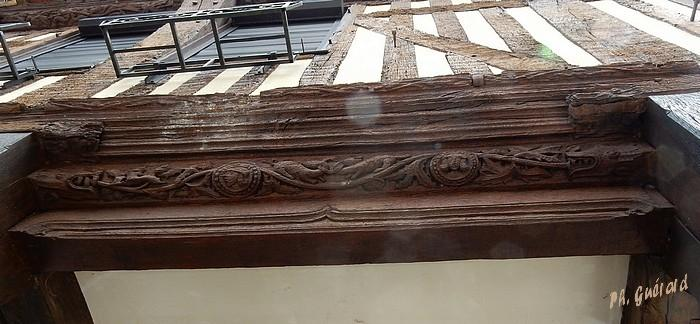 Chaource bois sculpté