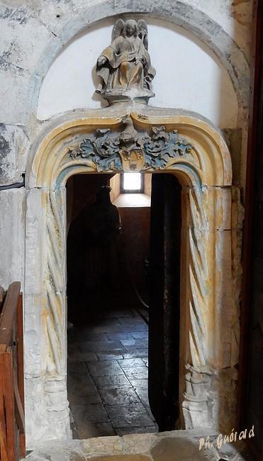 Chaource, entrée chapelle Sépulcre