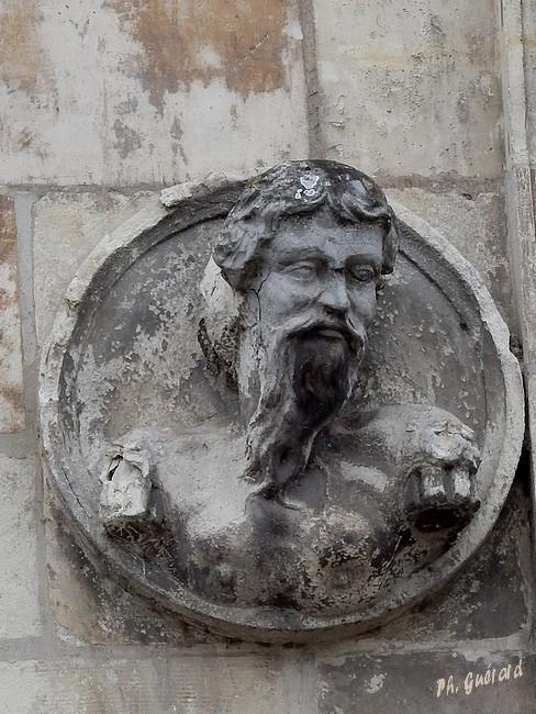 Sculpture façade maison dit d'Henri IV