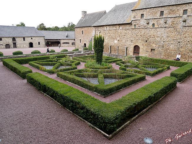 Le cloitre de l'Abbaye d'Hambye