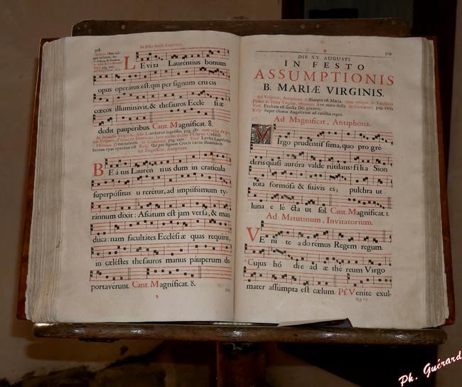 Livre exposé dans le scriptorium