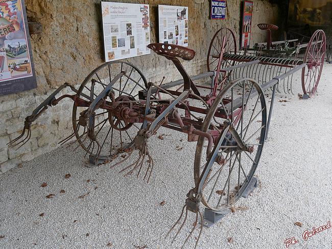 Ancienne machine pour travaux agricoles