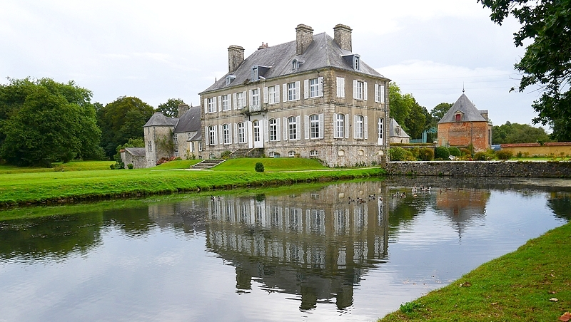 Vue arrière du château de la Bretonnière