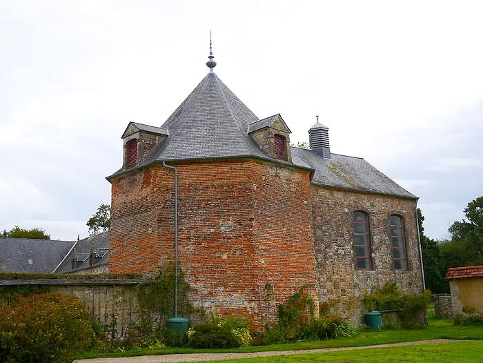 château de la Bretonnière, extérieur du pigeonnier et de la chapelle