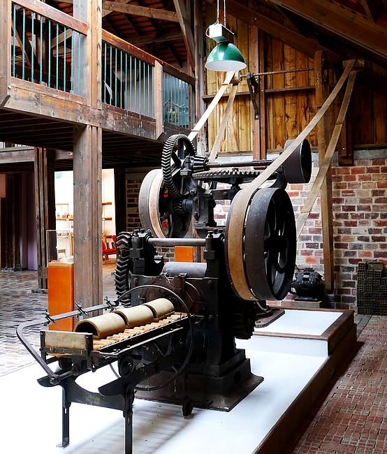 machine à façonner les briques et autres objets