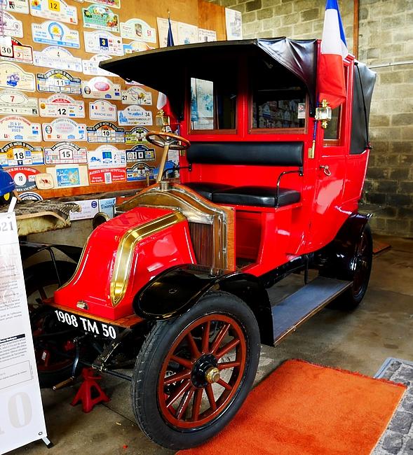 """Renault Fiacre Automobile, surnommé """"Taxi de la Marne"""" 1910"""
